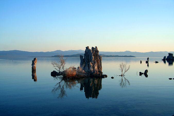 1024px-Mono_Lake_Serenity