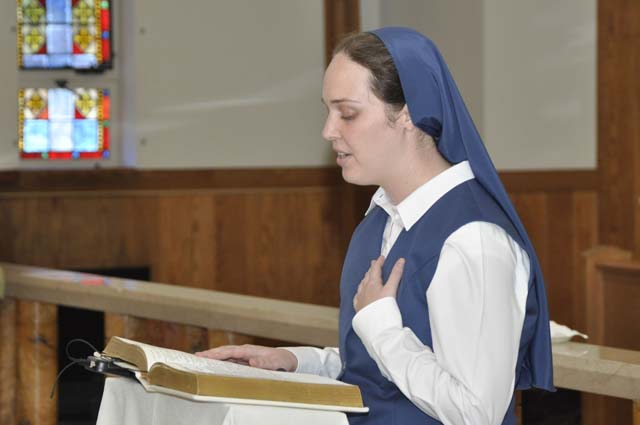 Sr. Carly Paula, FSP, making her first profession